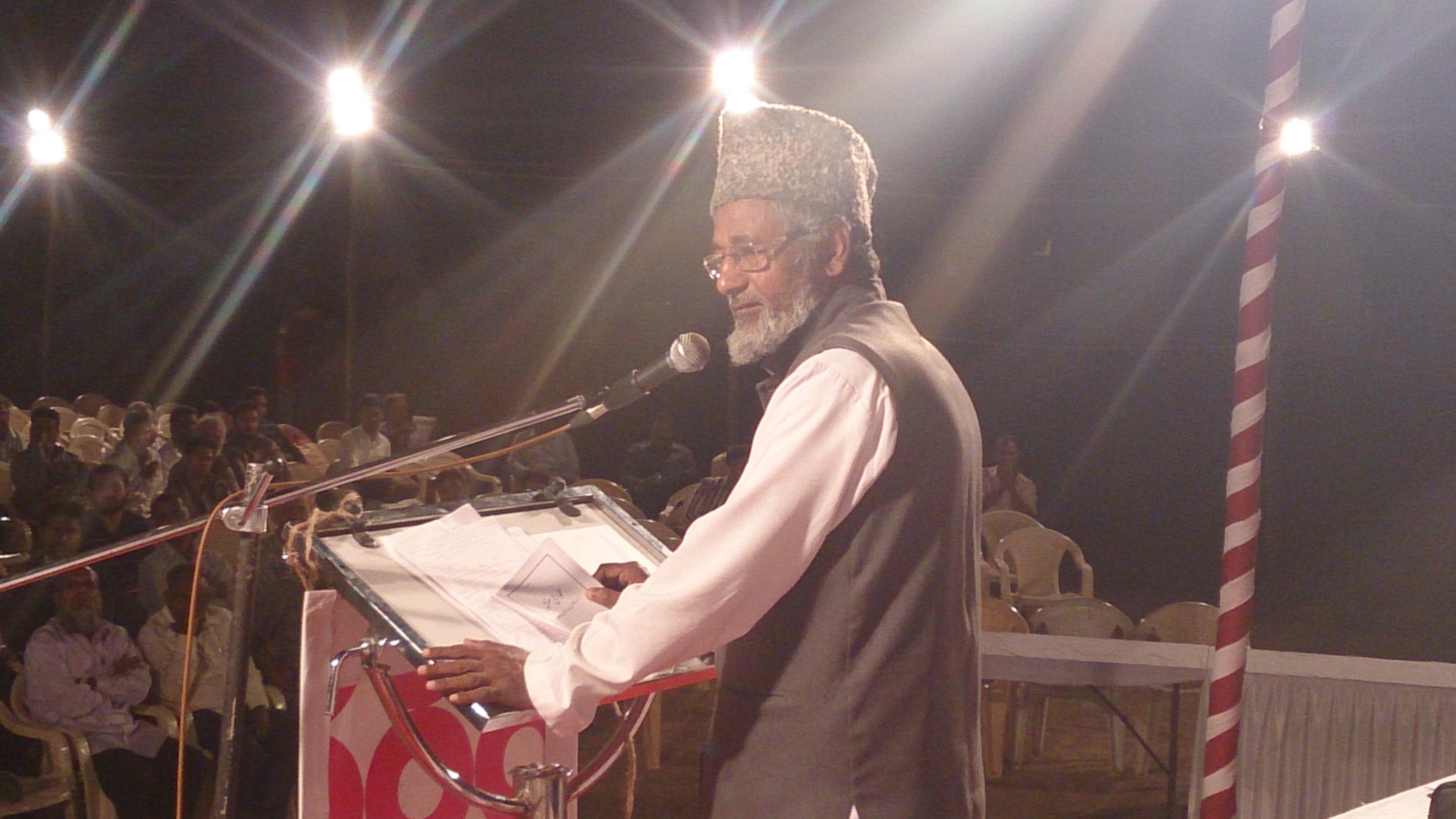 Moulana Nusrat Alisb addressing the Gathering